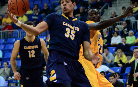 Golden Griffins hold off Bobcats despite Zaid Hearst's career-high 33 points