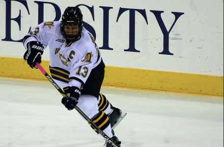 Women's hockey keeps unbeaten streak alive against Union