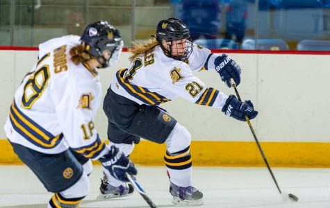 Women's ice hockey defeats Mercyhurst, Turner gets first win