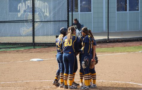 Quinnipiac softball splits doubleheader with UMass Lowell