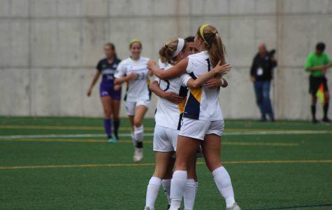Women's soccer ties Manhattan in final home game of season, 1-1