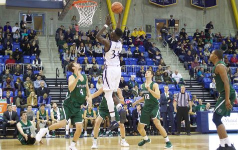 Men's basketball tops Dartmouth in first game of Dunleavy era, 78-77
