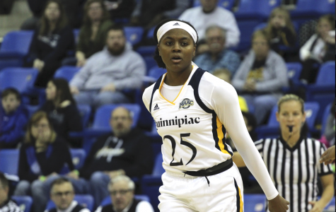 Women's basketball extends MAAC winning streak to 14 with win over Canisius, 64-39
