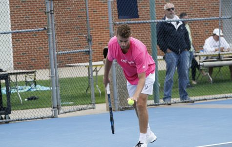 Men's Tennis Sweeps Rider, Wins 7-0