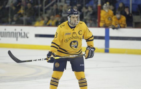 No. 4 Men's Ice Hockey Hosts Yale in 17th Annual Heroes Hat