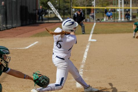 Softball Drops Both in Doubleheader with Siena
