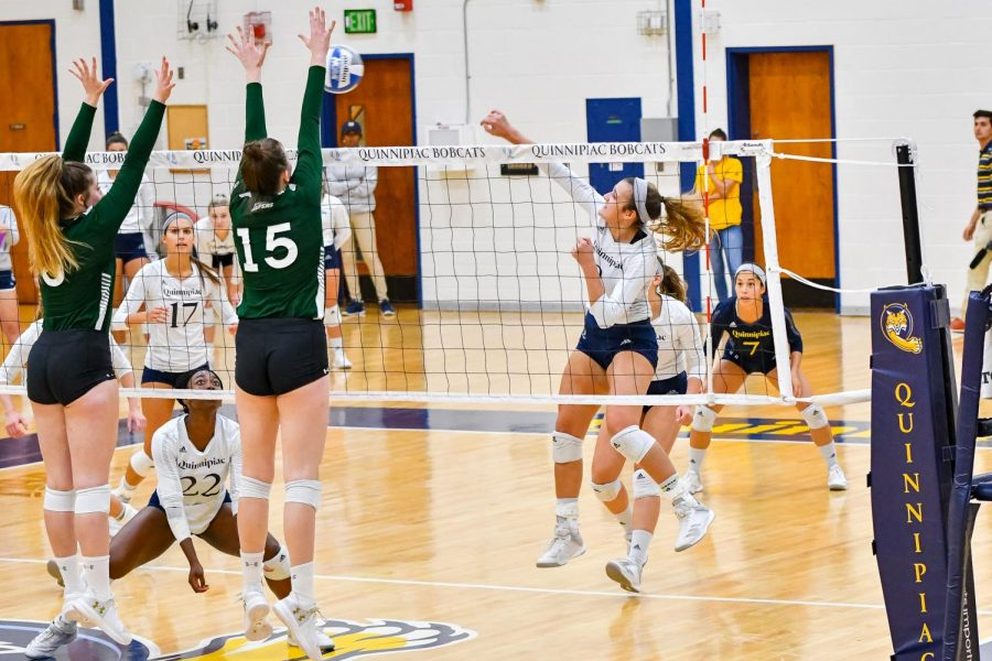 QU Volleyball easily handles Saint Peter's in straight sets