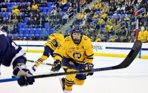BREAKING: Men's hockey's Alex Whelan signs with Hartford Wolf Pack