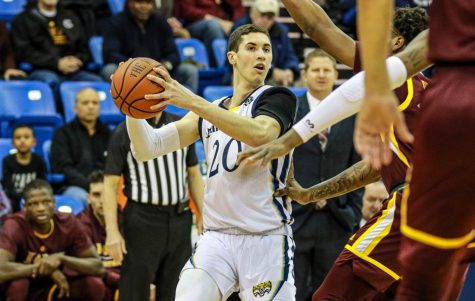Quinnipiac snaps three-game losing streak, upsets Iona 74-70