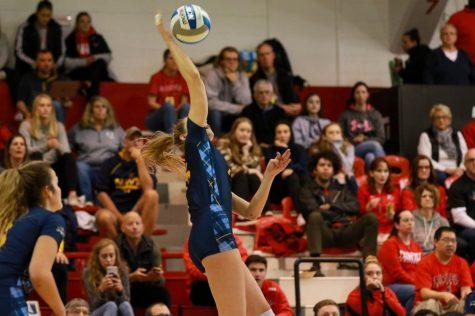 Bobcats volleyball sweeps on Sunday, beating Manhattan 3-0